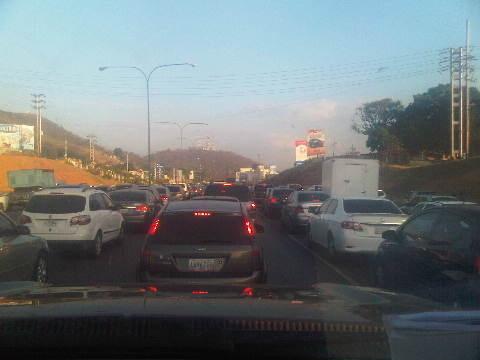 D trafficvalencia Así esta la cola para salir de #Valencia vía Mi Bohio Terrible!