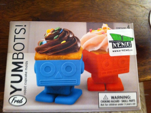 Robot cupcake forms from lein and Bas. Awesome!