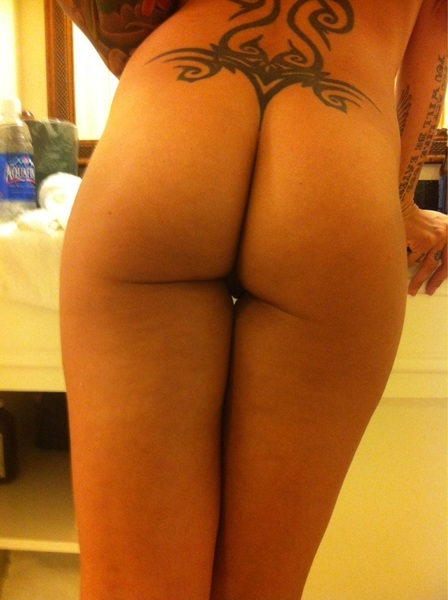 I lost my contact. Can you help me look? #FriskyFriday #FF #freakyfriday #FollowBack #ass #butt #tattoo #Booty #pussy