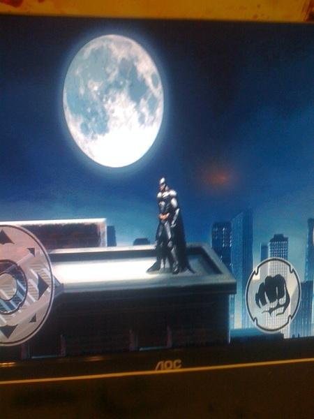 En premiere de #Batman de @gameloftlatam y @MovistarEC juego cuesta 2,99 enviando Batman a 20300