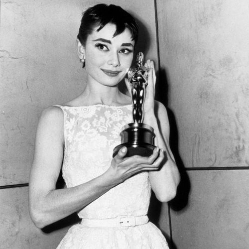 audrey hepburn roman holiday Audrey hepburn has graced the screen in such classics as roman holiday and breakfast at tiffany's beyond her enormous acting talents (for which she won an academy award, emmy, and tony), she's also known for her effortless style here's a look back at some of her most flawless, glamorous moments.