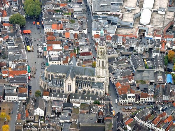 Herfst ballonvaart over de binnenstad van Breda! #buienradar