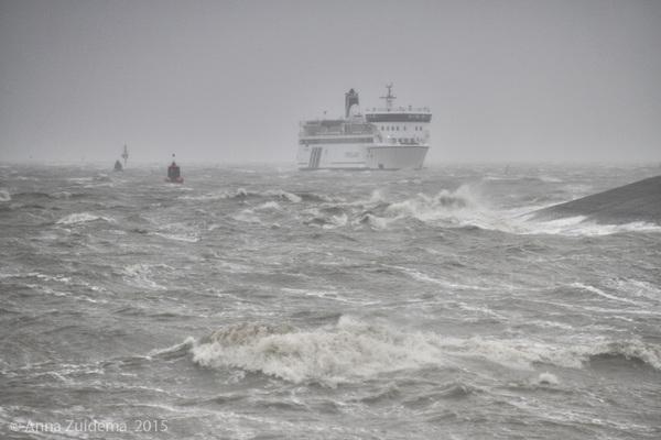 Storm op de Waddenzee! Veerboot Terschelling nadert haven Harlingen. #buienradar