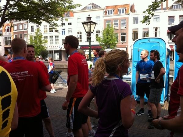 Bij de finish van de Leiden Marathon