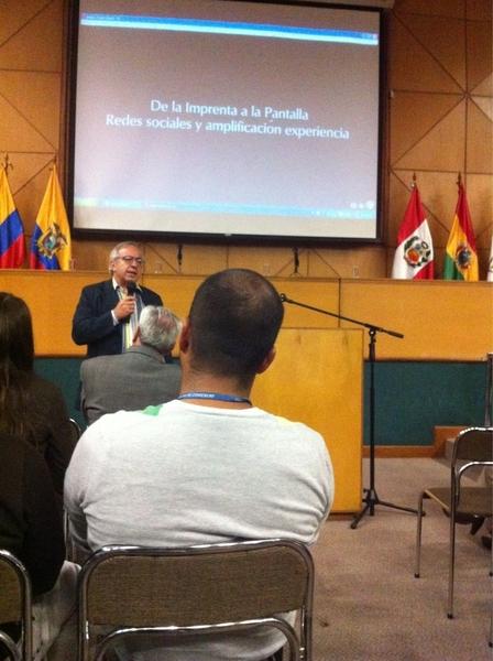 @piscitelli sí que sabe sacarle el jugo a la versión pro de Prezi en sus presentaciones #cumbre2011