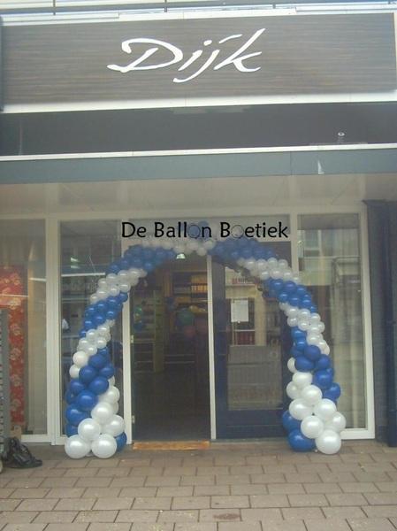 Met enige vertraging: De #ballonnenboog voor DecoHome Dijk in #Emmen