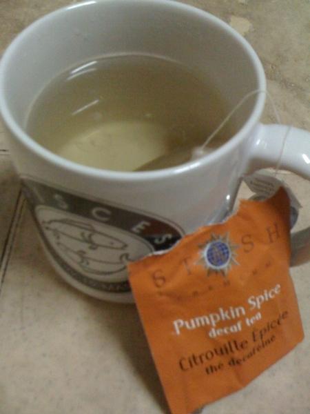 Having tea. Thanks  @brayandyozep! The smell makes me remember Hongkong. ☺ ☕ ☯