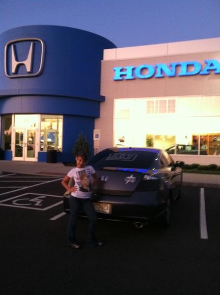 @JustinTuckNYG91 @AntonioPierce @Jessiearmstead @NicoleJager1 @HamiltonHonda repping my dealership n my team  #Honda #accord #GMEN #Giants