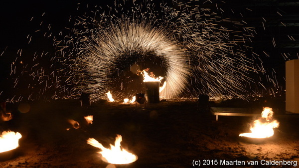 Spectaculaire viering #hoogstepunt en aftrap bouw #molenhoek #rosmalen @bouwenisbeleven #vuur