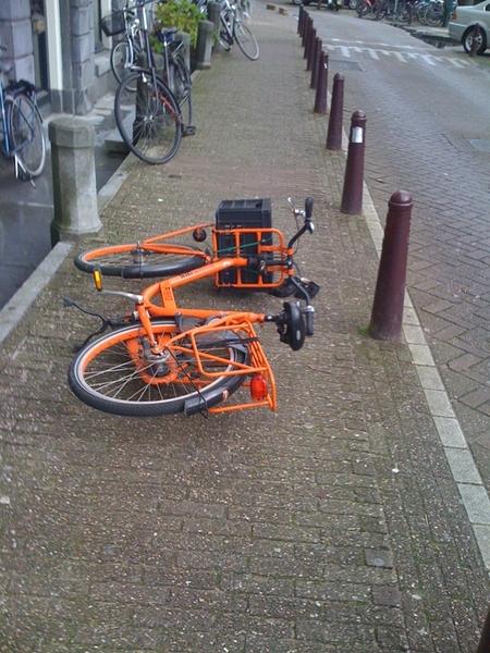 Zet de fiets van  @HappySan even rechtop.