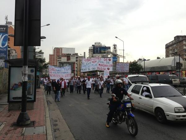 Marcha trabajadores en Chacao hacia Altamira tomar otras vías