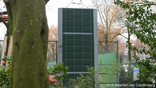 Het eerste deel van de muur bij @tv_rosmalen staat. De rest wordt aan gewerkt #rosmalen