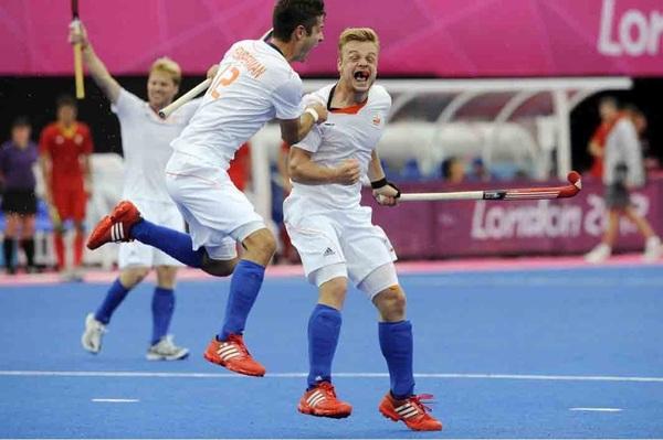 De strafcorner kanjer Mink van der Weerden weer goed voor 2 doelpunten in de 3-1 overwinning op België. #ziningoud