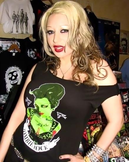 #LIZZYBORDEN : Vampy!