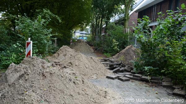 Het fietspad naast #tennisbanen #rosmalen is opgebroken voor aanleg nutsvoorzieningen #molenhoef