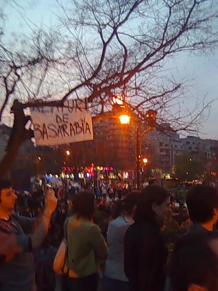 In Buc, la Universitate. Se striga 'jos comunistii!' si 'libertate!' #pman