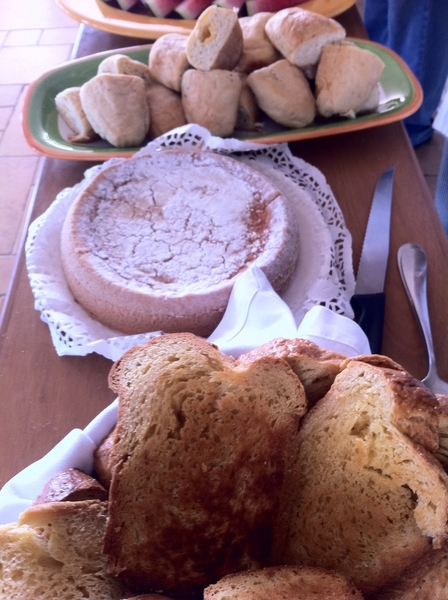 Roberto Solis Progreso bfast: torta de cielo (almond cake) and local version of Brioche