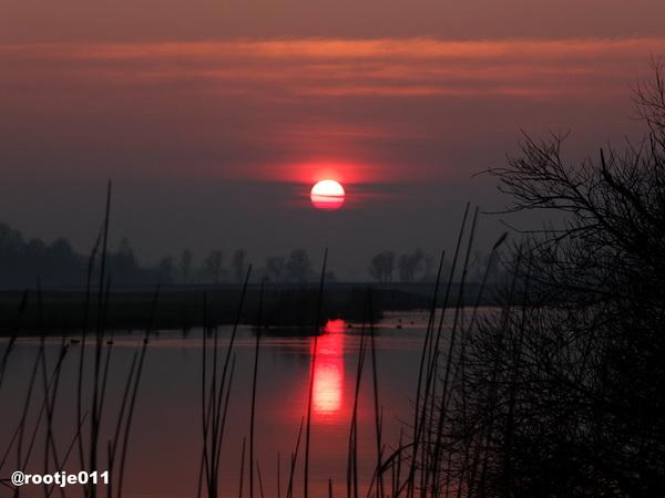 16-02 2015  Zonsondergang aan het Syster Rak in Leeuwarden  #buienradar