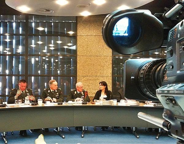 Defensie & Inlichtingen topbrass briefen Kamerleden over bijdrage NL.  #NFZ