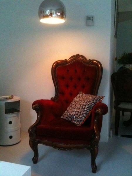 Één van de twee nieuwe (tweedehandse) barok fauteuils, vandaag opgehaald