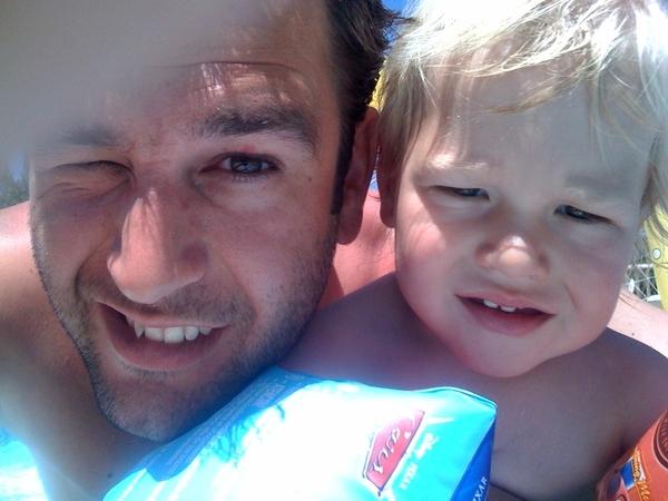 Mees en ik in het zwembad.