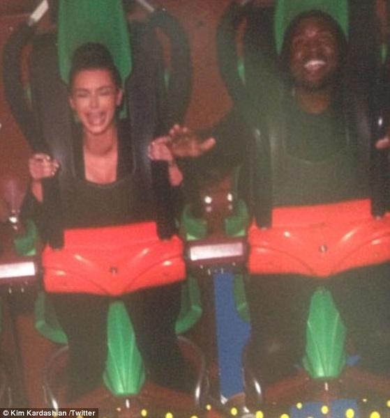 Kimye in de achtbaan... Haha!