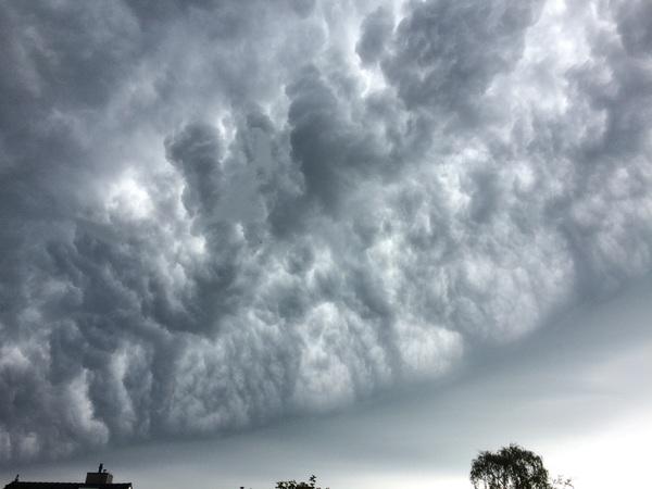 Landgraaf, 09:15 uur mooie onweerswolken.  #buienradar