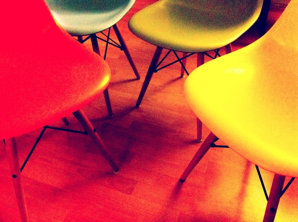 De nieuwe stoelen voor aan de grote tafel. Best heel erg mooi al zeg ik het zelf.