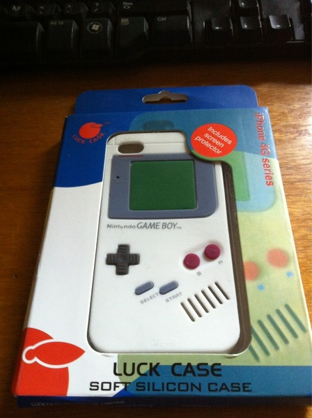 Tahdaa! Zojuist mijn iPhone 4 Gameboy Case binnen van @dealextreme. Hij is cool! #nostalgie [foto]