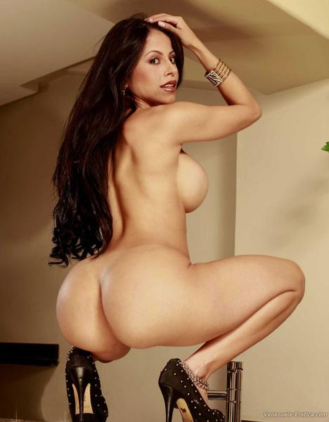 #BellezaVenezolana Brenda Marilin Al Desnudo #venezuelaerotica http://www.venezuela-erotica.com/bvenezolana/BrendaMarilin_dsnd/index.html @venezuela_eroti