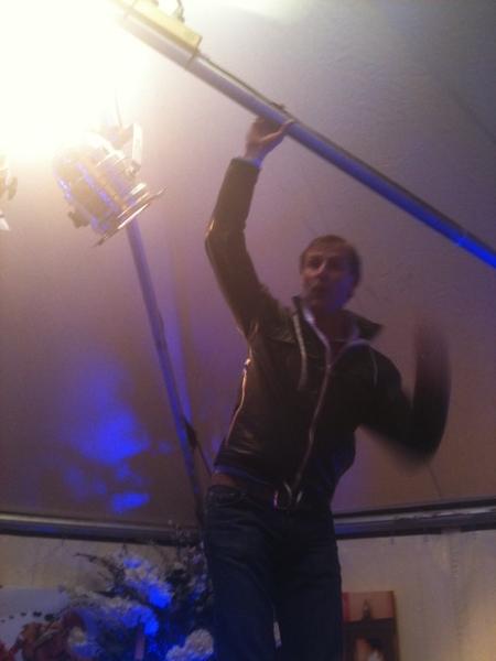 Het dak gaat eraf bij LaPromenade #proef033 Jasper hangt in de gordijnen