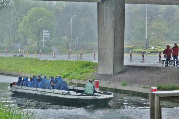 Schuilen voor de regen, Den Haag plm 14u #buienradar