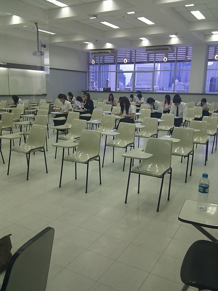 บรรยากาศในห้องสอบ...