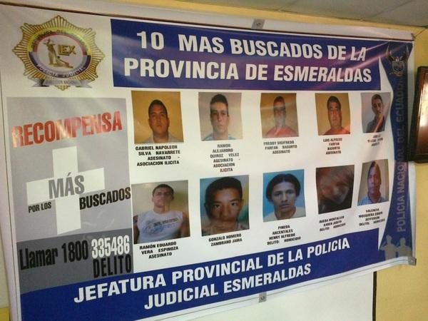 La Policía de #Esmeraldas presentó esta mañana la lista de los más buscados. En la nómina se incluye a una mujer.