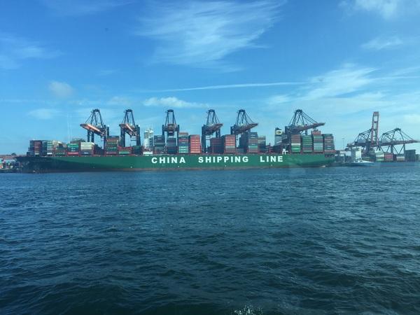 Nog een, 400 meter lang schip