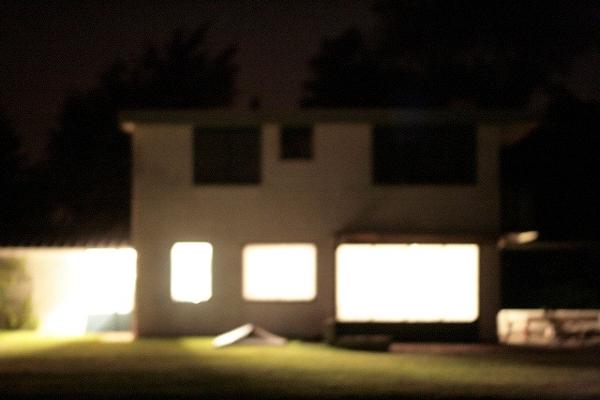 Bewogen foto in de nacht.