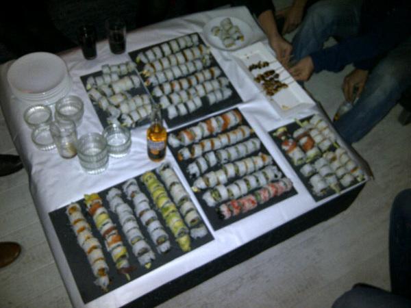 Attack!! @yurisolinger trakteert!! #sushi