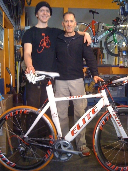 Busy Day in Philly. Larry F is re-gearing his #RazorCarbon for UltraMan Canada in pic W/ Max @ISMsaddles