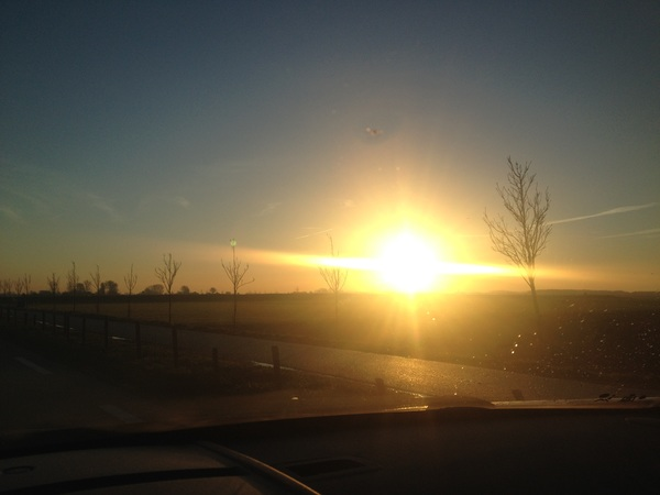 Prachtig zonnetje over de Zeeuwse polders, nu naar @rtv_rijnmond #verslagdienst