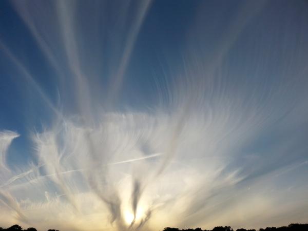 Genomen in Scheveningen Alsof de wolken zijn gekamt. #buienradar