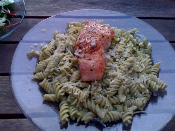 Apple doesn't fall far frm tree: daughter sent pic of  pasta/pesto/salmon din she made 4 college friend's fam