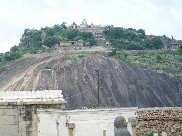 @MumbaiMag #travel #BonVoyage2012 Shravanabelagola! #Karnataka #bangalore