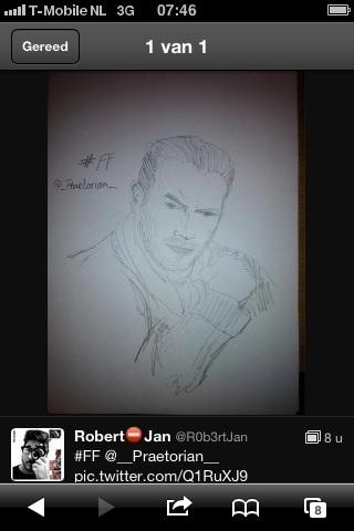 #FF @R0b3rtJan hij maakt een mooie tekening van jou als #FF  *OnderDeIndrukIs*