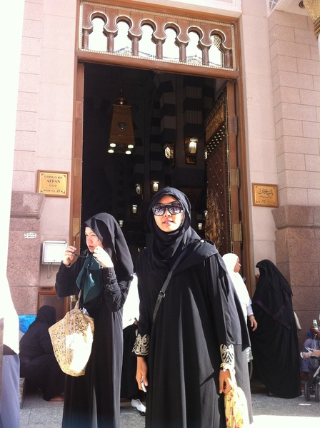 @RNadiaSabrina @RuzanaIbrahim♥ candid2 love u both