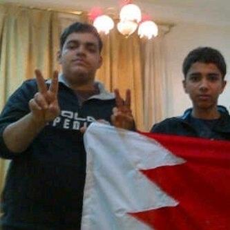 صورة علي عمران الجمري و حسين الغسرة الذان نزلا للميدان قبل ربع ساعة