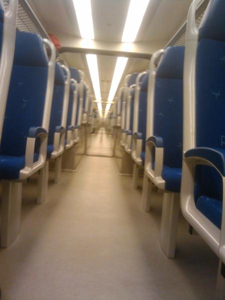 Blijft gek: zo'n doorzon trein ;-)