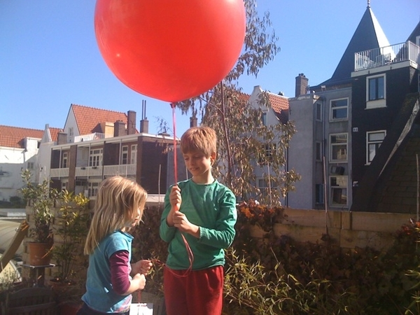 Kids releasing DreamBalloon!