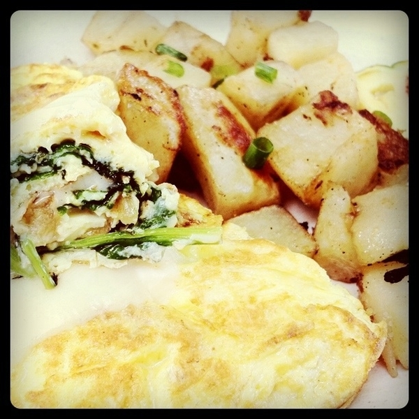Nalu omelette @AlohaMixPlate shrimp, tomato, spinach They serve #ono Breakfast now 8am to 10:30 daily!