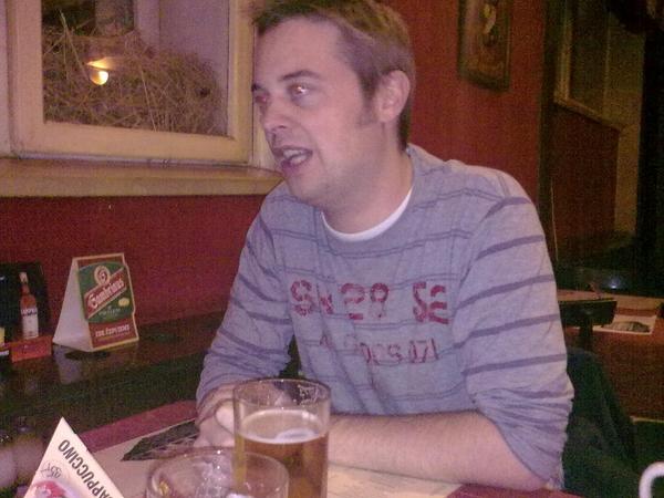 Chris in praag aan t bier.