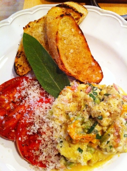 Anniversary bfast: scrambld eggs w grlc chives, homade suckling ham, kaskaskia chs; grld tomatoes, bread